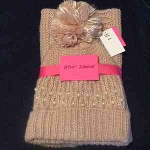 NWT Betsey Johnson blush snood and beanie